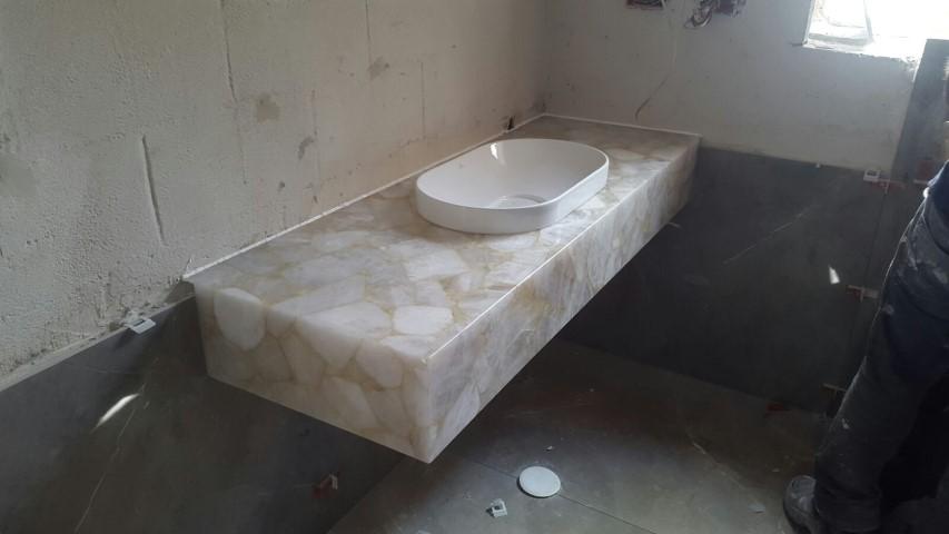 אגט לבן לשירותים תלוי
